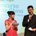 Presentadores Génesis Bautista ganadora 2016 y prof. Pengfei Guo